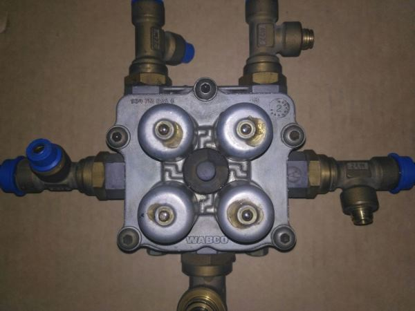 9347141230. Клапан защитный 4-х контурный Wabco, 2222424, 85-19575-SX